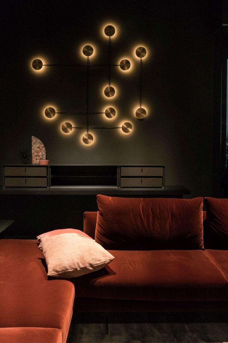 подсветка на стене