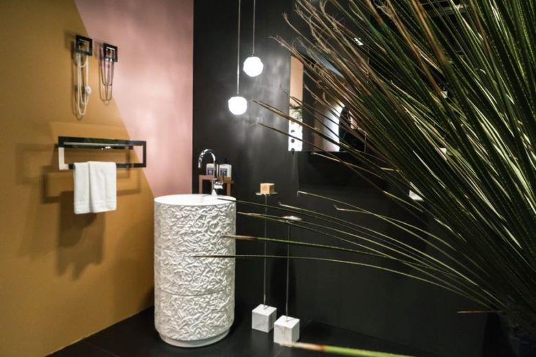 Декор ванной цветные блоки
