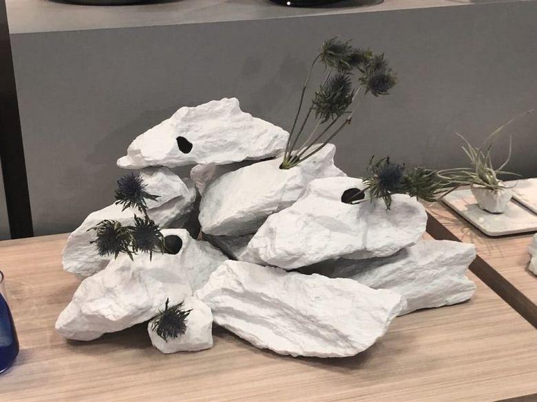 вазы в виде камней