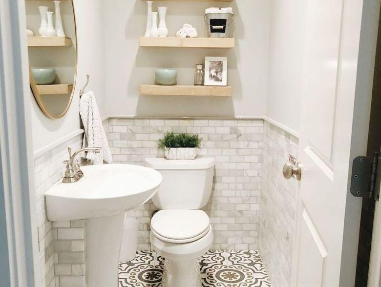 туалет полки на стене