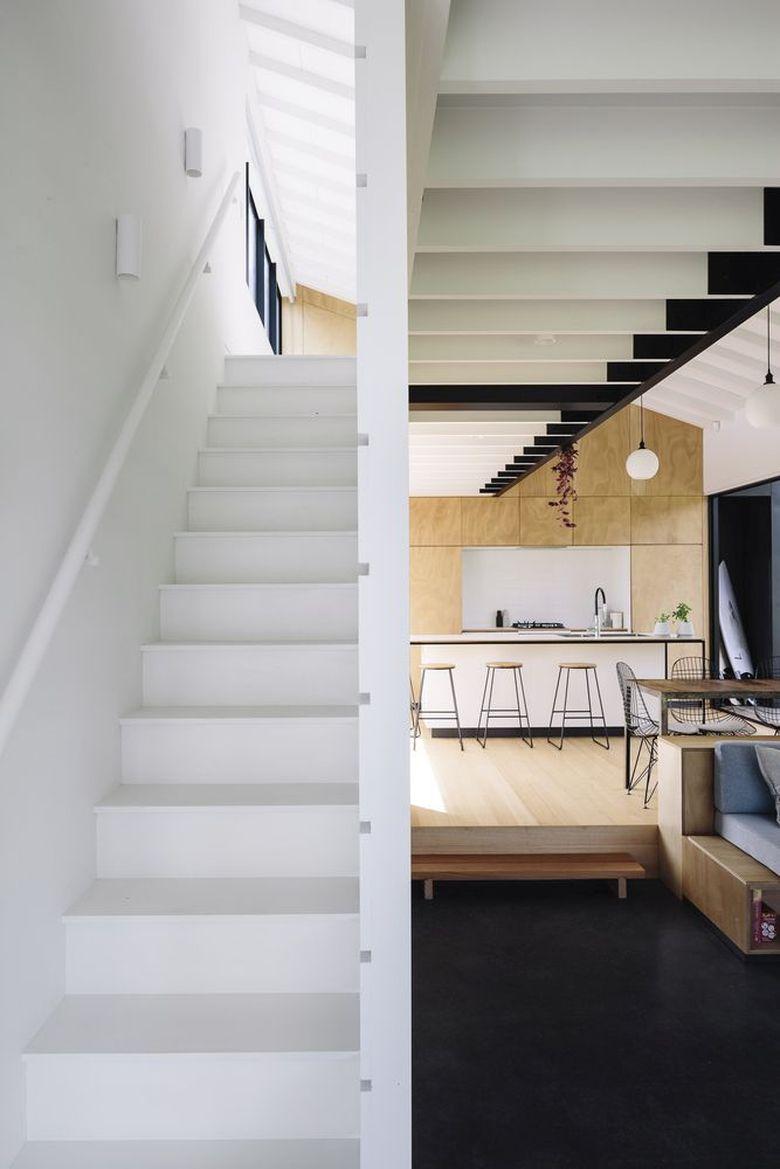 Фанера в интерьере дом в Таупири лестница