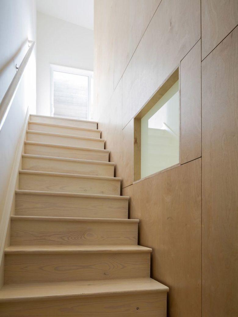 Фанера в интерьере таунхуаз лестница
