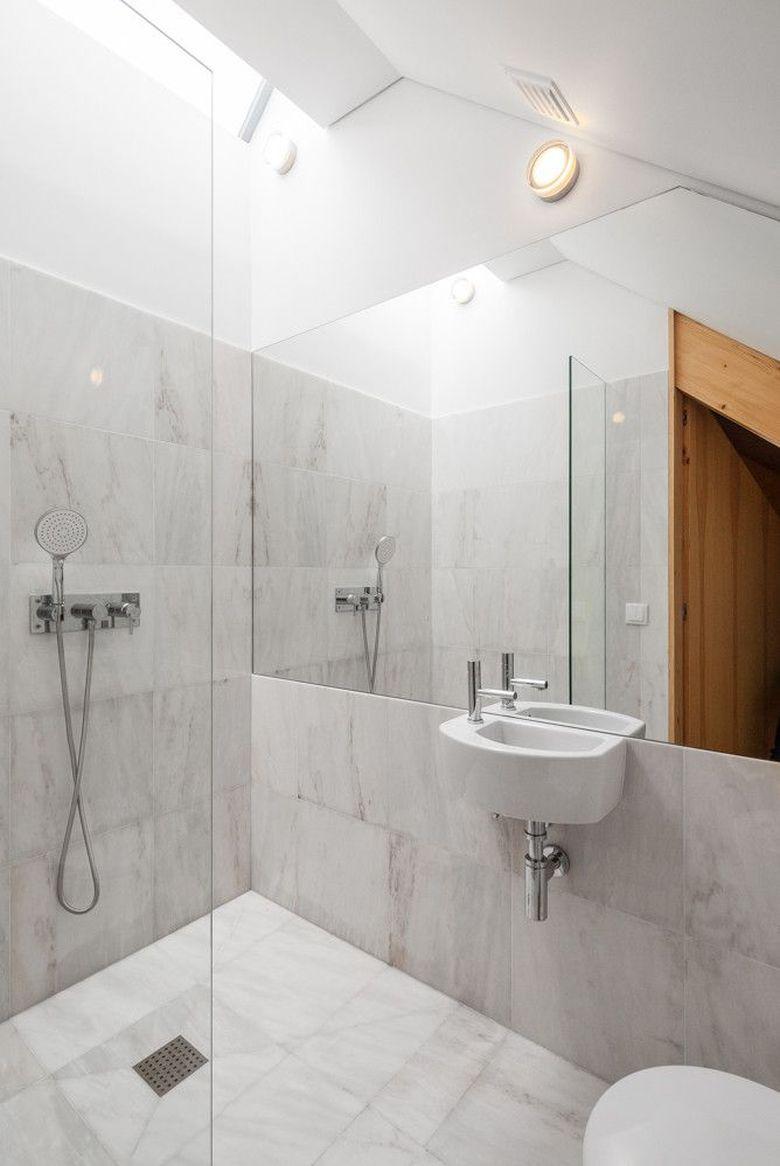 Интерьер ванной простой и воздушный