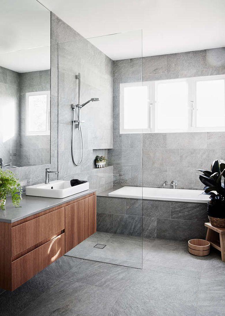 Интерьер ванной с прозрачной перегородкой
