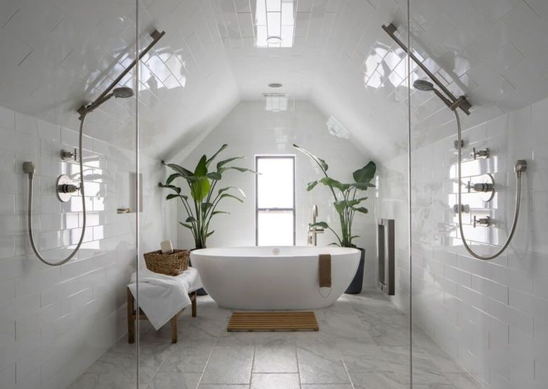 Интерьер ванной симметричный