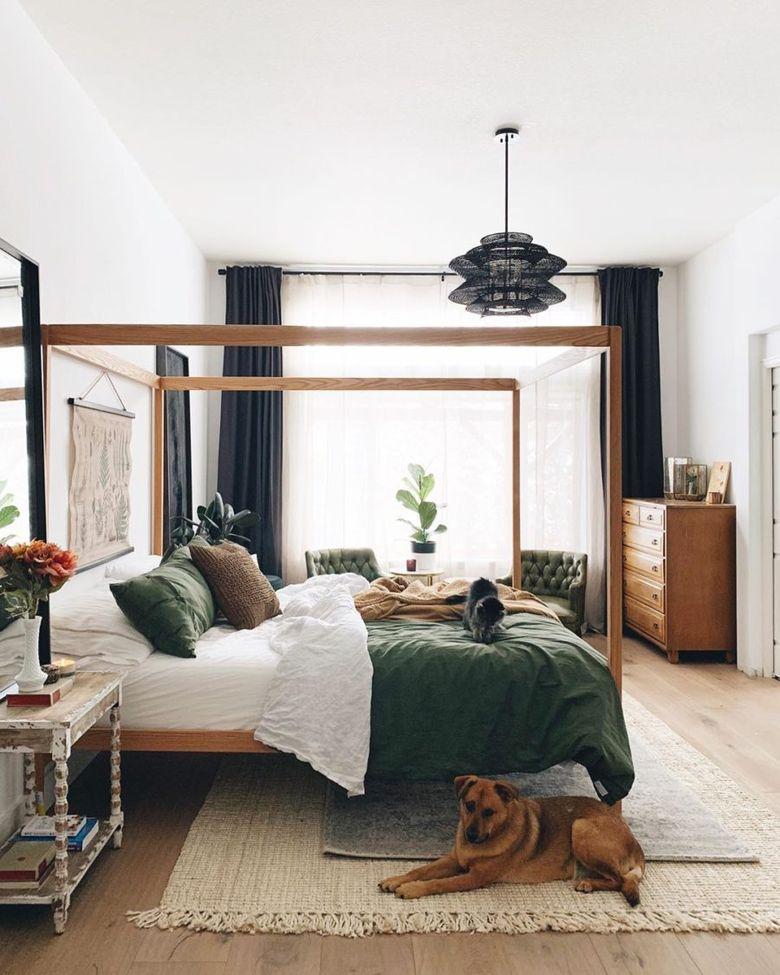Кровать с балдахином деревянная структура и декор