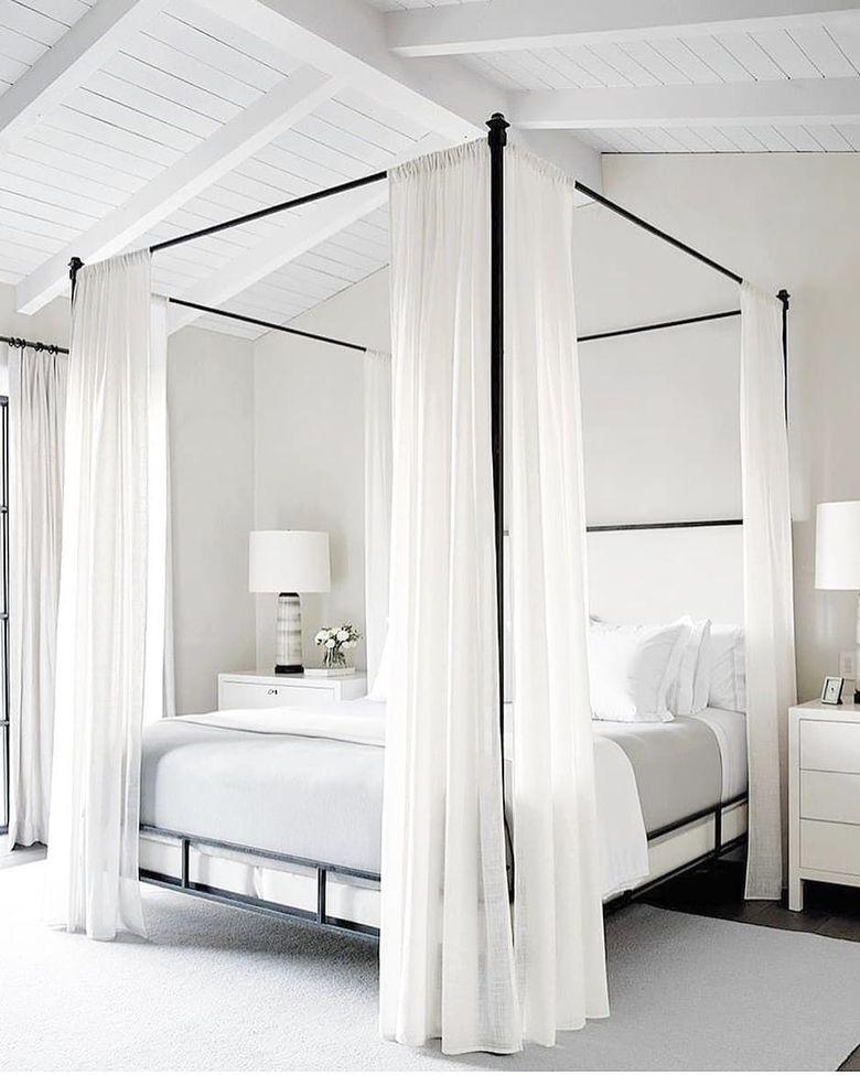 Кровать с балдахином и шторами