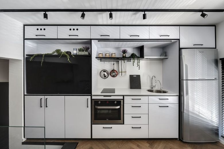кухонный модуль и тв