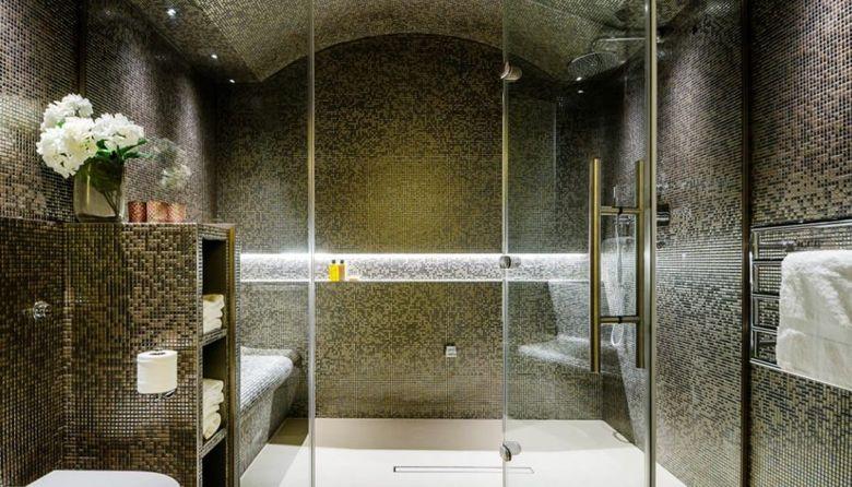 Ниша в ванной с подсветкой