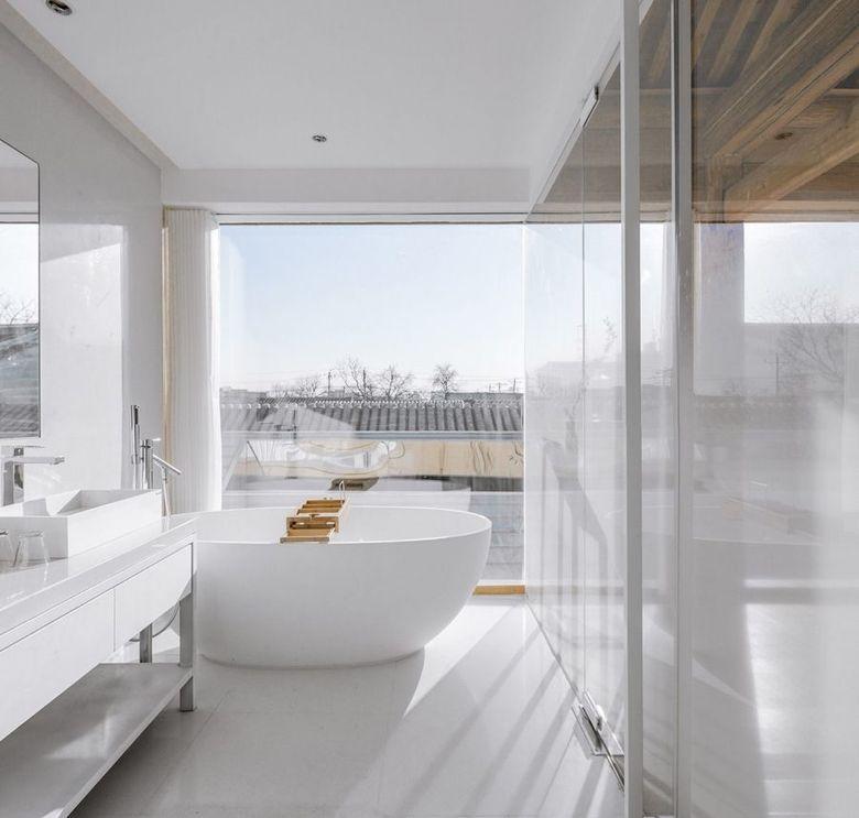 ванная с белым полом