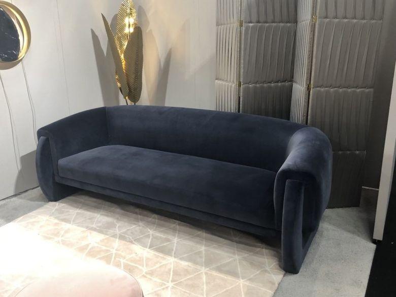 синий бархатный диван