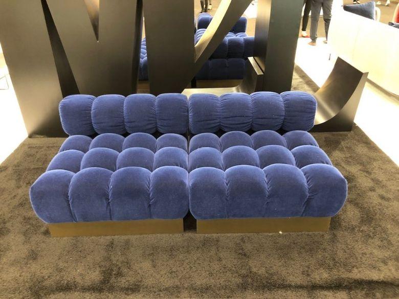 диван с обивкой бархатом