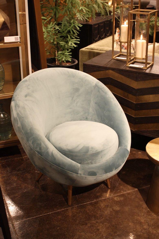 кресло светло голубое