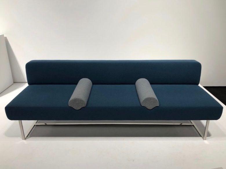 синий современный диван