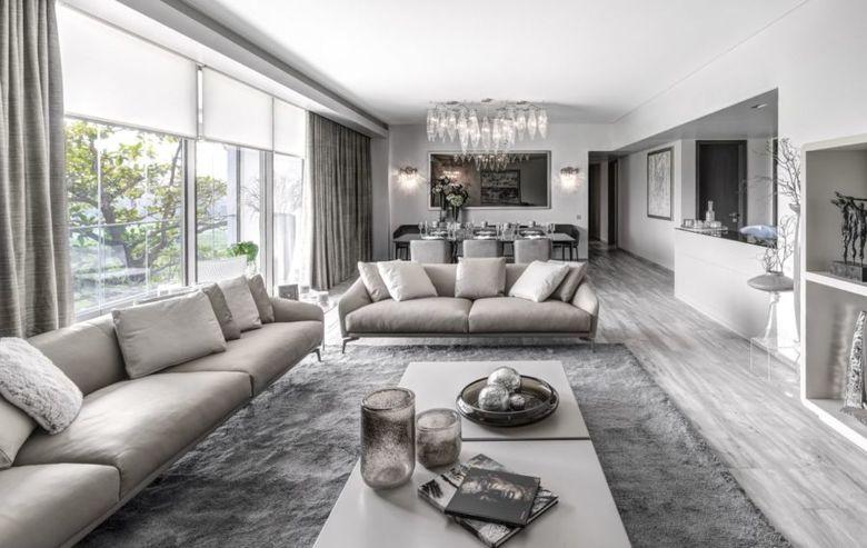 гостиная с современными креслами