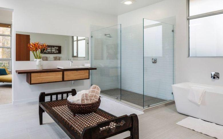 Скамейка в ванную плетеная
