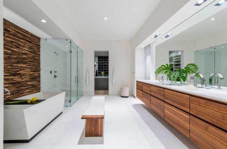 Скамейка в ванную посередине