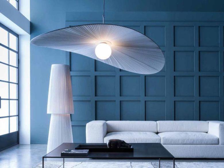 светильник большой и выразительный