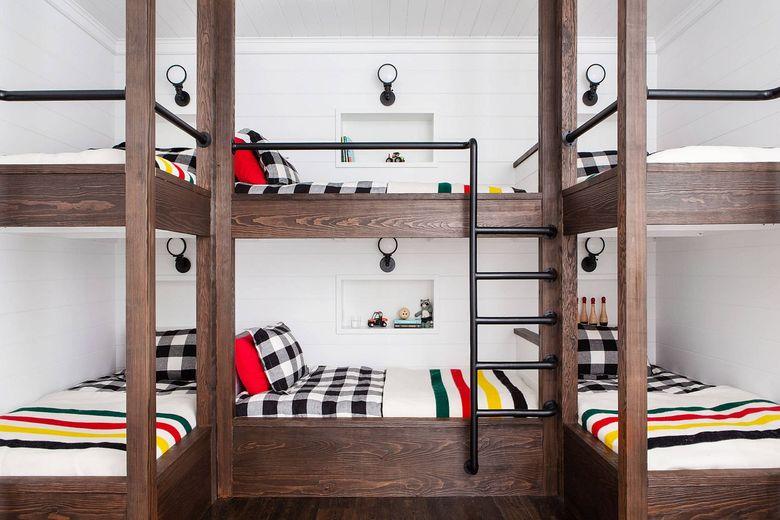 Стенка двухъярусных кроватей