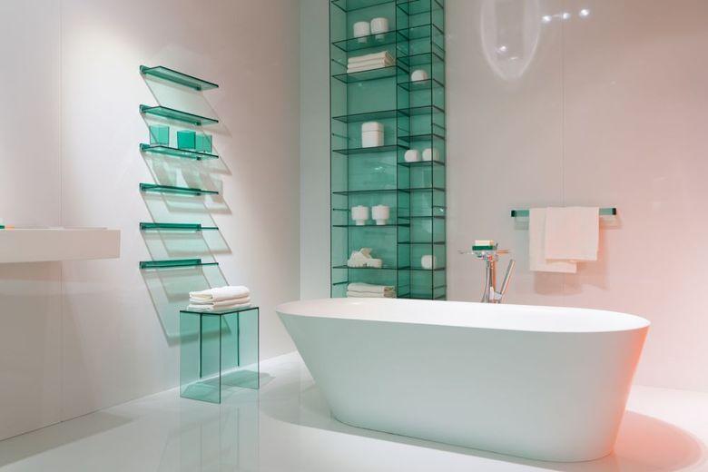 Белый со стеклянными вставками