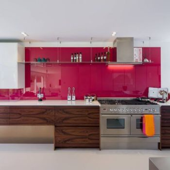 ярко-розовый фартук
