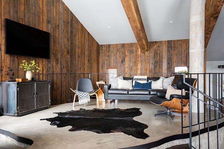 деревянные стены и потолочные балки