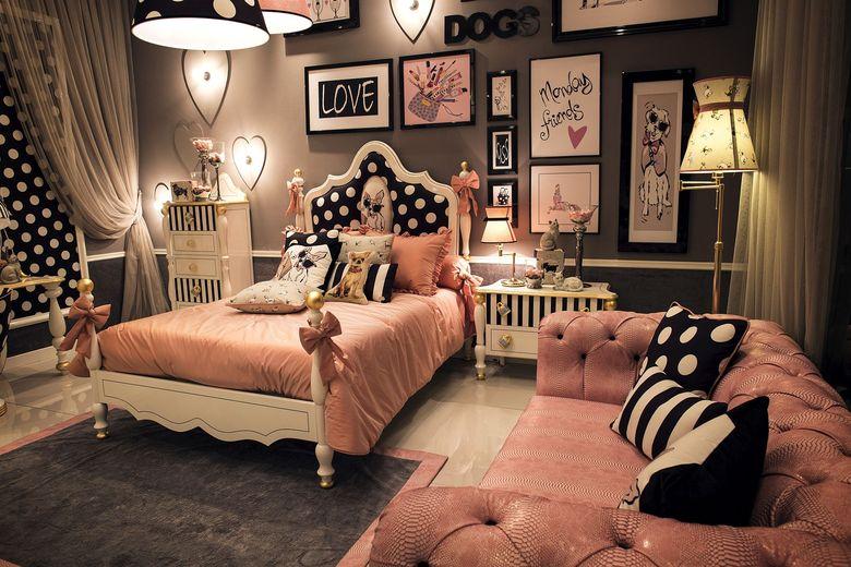 спальня в черно-розовых тонах