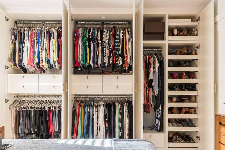 организация одежды, обуви и аксессуаров в шкафу