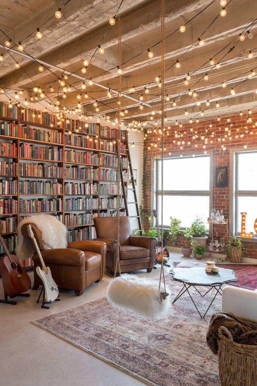 Книжная полка от пола до потолка