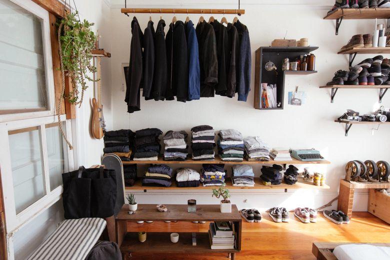 Использование парящих деревянных полок и деревянной штанги