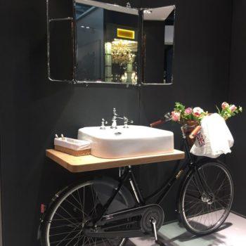 велосипед под раковиной