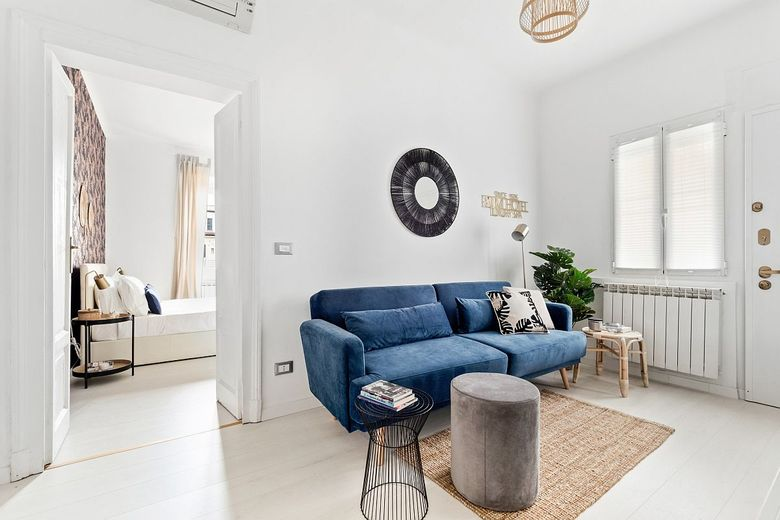 Диваны для гостиной ярко-синий диван