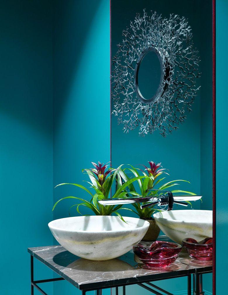 Оттенки синего в туалетной комнате