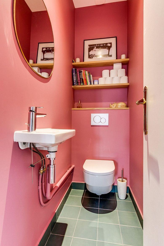 Розовая и роскошная туалетная комната