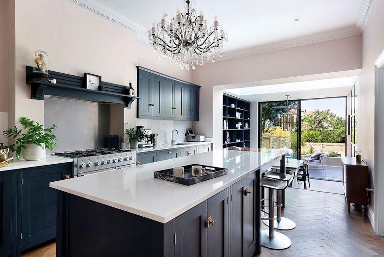 Тренды кухни 2020 раздвижные стеклянные двери