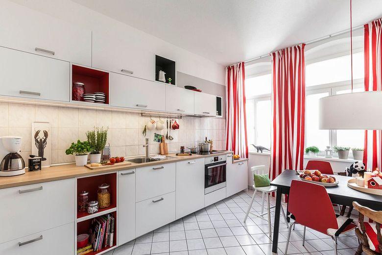 Тренды кухни 2020 шторы добавляют цвет и узор