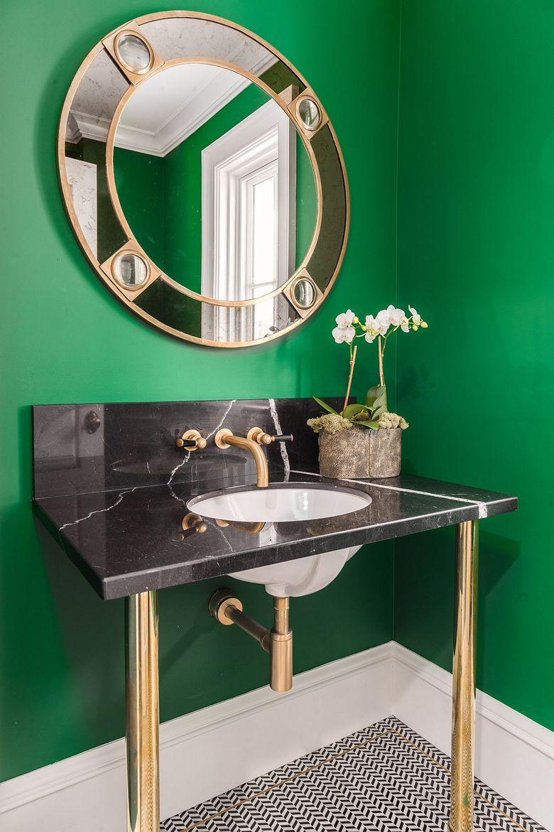 Золотой блеск в туалетной комнате