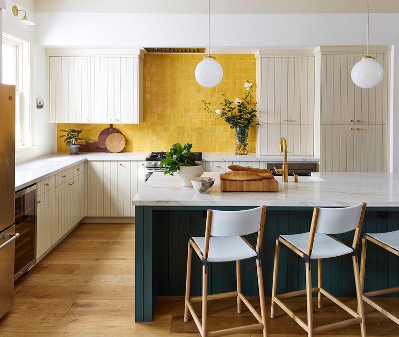 Тренды кухни 2020 темно-зеленый цвет и желтый