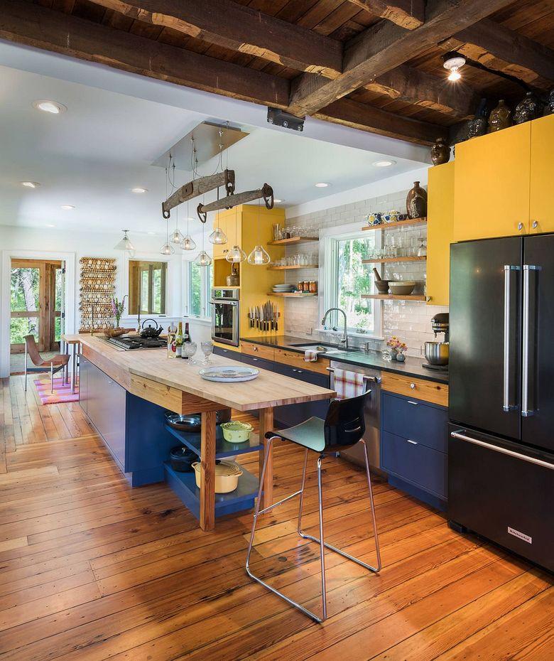 Тренды кухни 2020 с желтыми и синими вкраплениями