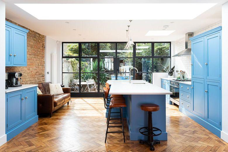 Тренды кухни 2020 с синими шкафами