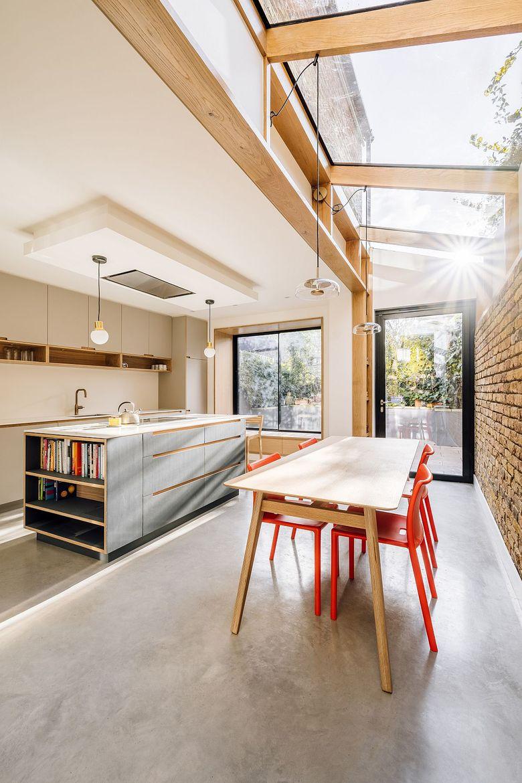 Тренды кухни 2020 освещение через стеклянный потолок