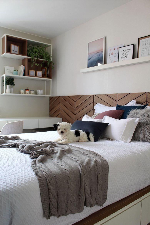 Cпальня в белых тонах с отделкой из дерева