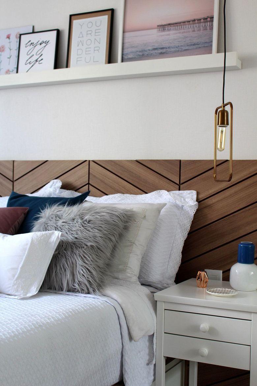 Cпальня в белых тонах подсветка с металлическим блеском