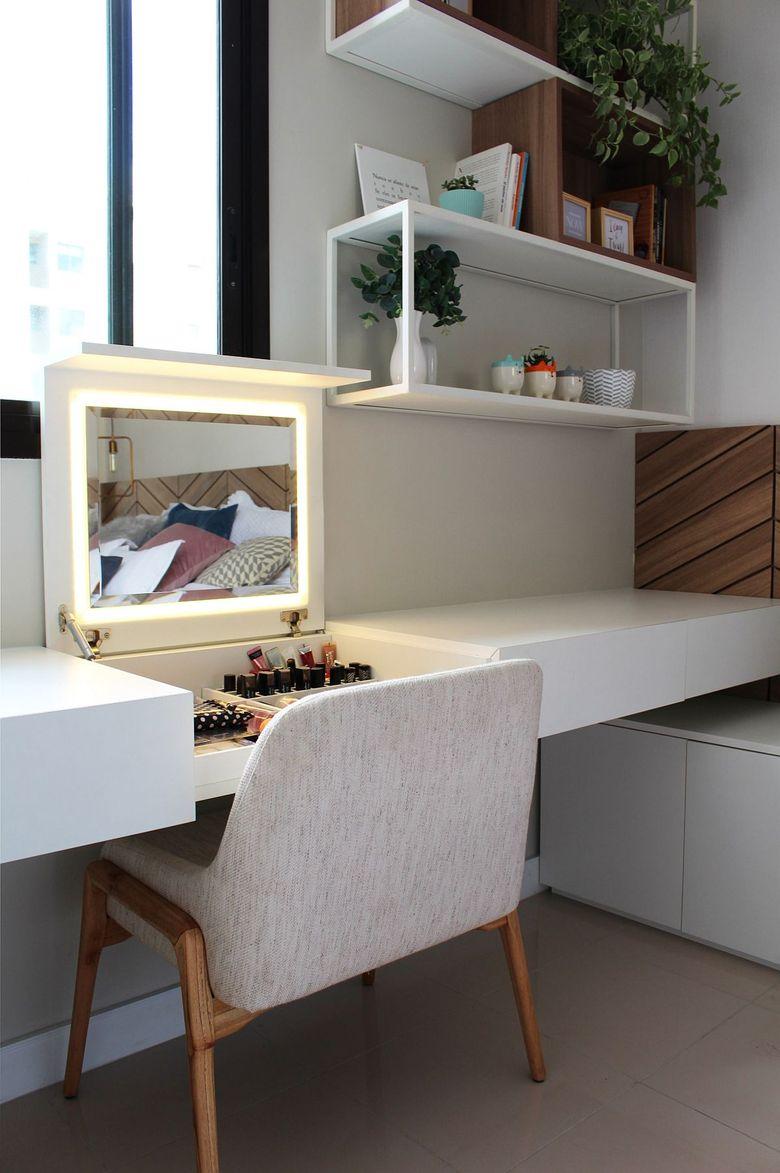 Cпальня в белых тонах кабинет хранение зеркало