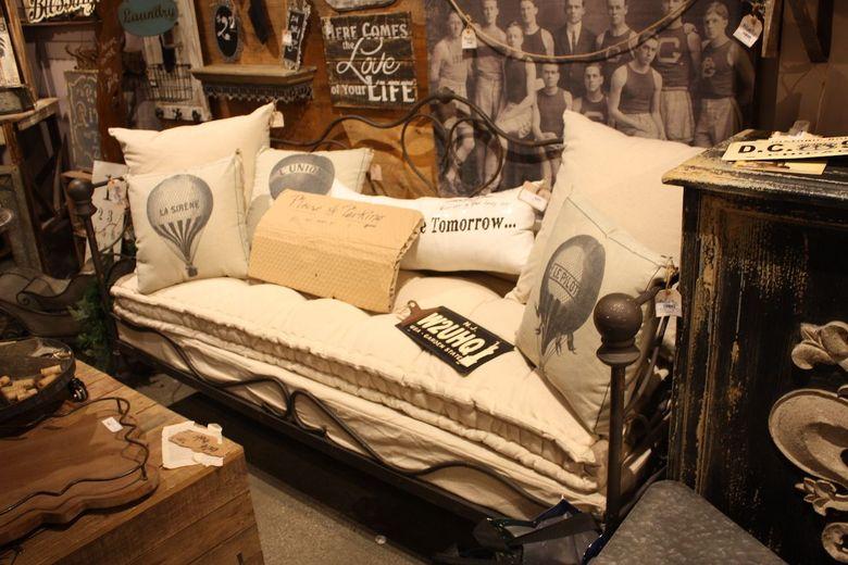 Мебель в стиле потертого шика