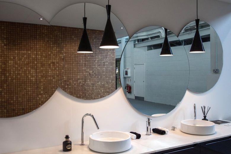 Современный дизайн ванная с зеркалами