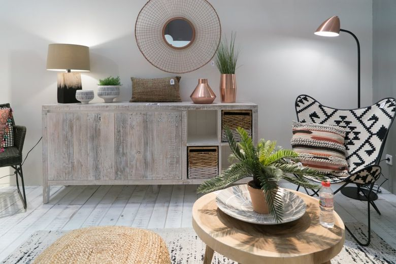 Современный дизайн побеленная мебель и полы