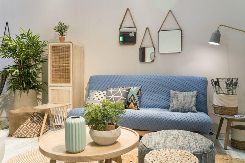 Современный дизайн то синий, белый и светлая древесина