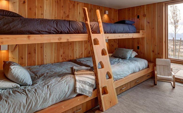 Двухъярусная кровать фото дизайн делают аксессуары