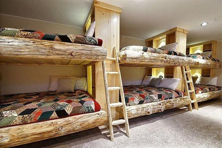 Двухъярусная кровать фото часть бревенчатого домика